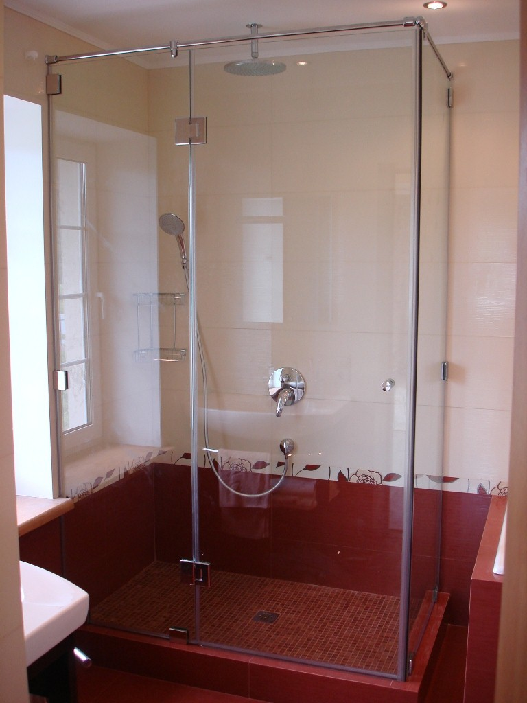 Душевая кабина в маленькой ванной: Фото