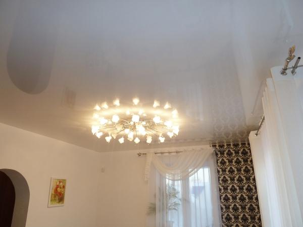 Люстры для натяжных потолков (20 фото): выбираем дизайн и способ установки