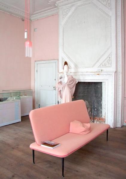 Розовая мебель в интерьере (20 фото): красивые примеры