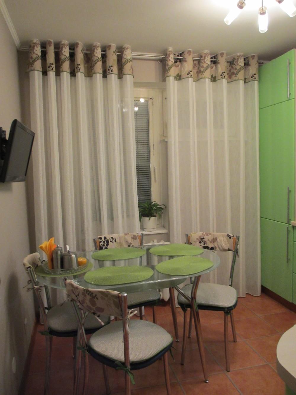 Дизайн штор на люверсах на кухню