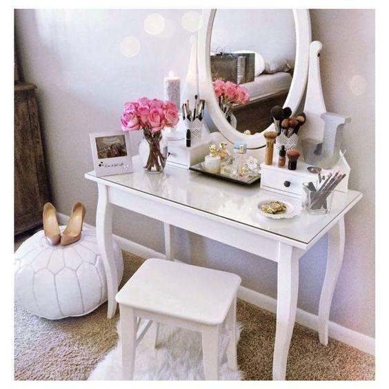 Füllen Sie Dieses Design Wurde Auf Dem Spiegel Befestigt Und Schubladen Und  Nachttische, In Denen Die Damen Ihre Schätze Bequem Speichern. Schminktisch  ...
