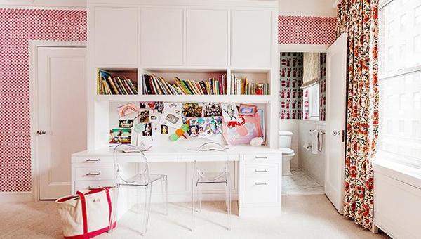 Письменный стол для школьника: 9 решений