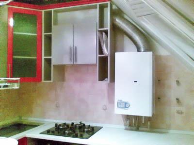 Дизайн кухни с газовой колонкой – всегда есть выход