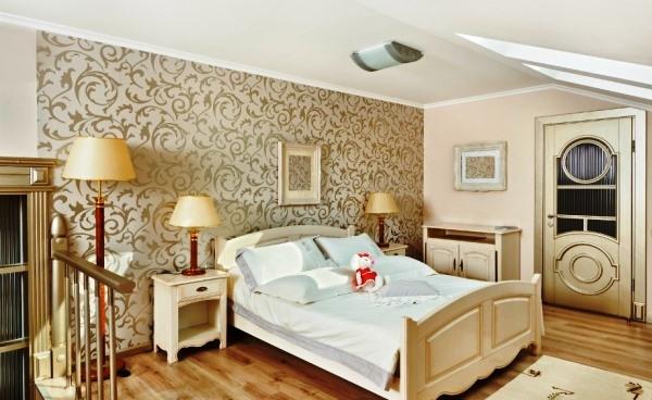 Поклейка обоев двух цветов в спальне: правила сочетания, способы декорирования (+64 фото)