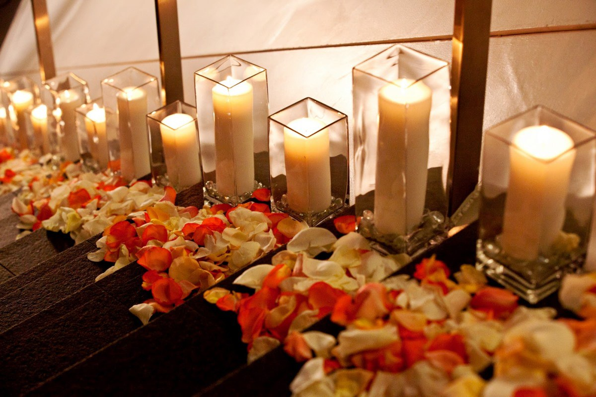 Как украсить комнату для романтического вечера: идеи декора