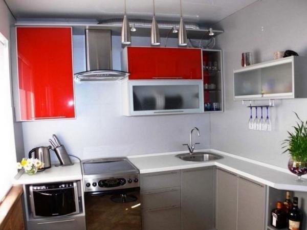 Чем хороши угловые кухни: разбираемся в особенностях