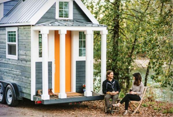 Меблированный мини-дом на колесах