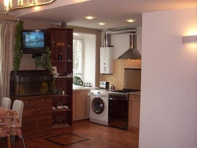 Дизайн маленькой кухни с газовой колонкой: Фото