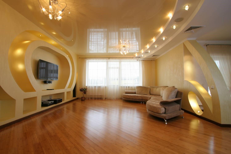 Дизайн потолков в гостиной: Фото