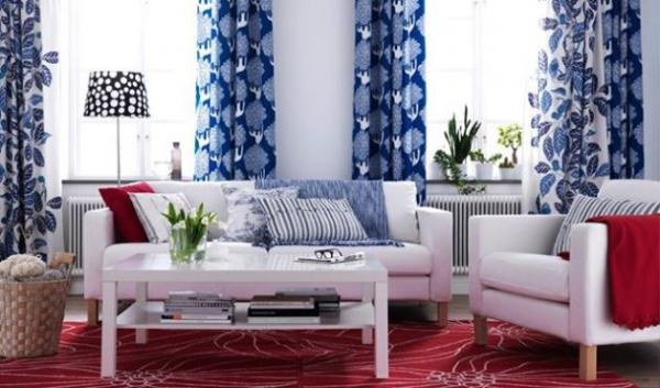 Как удачно вписать голубой тон в дизайн гостиной?