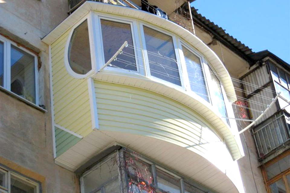 Обшиваем балкон снаружи.